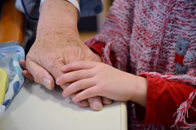 老人と孫の手