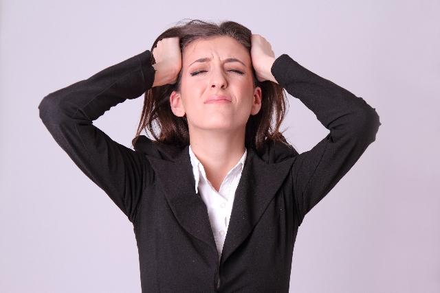 ストレスを受ける女性